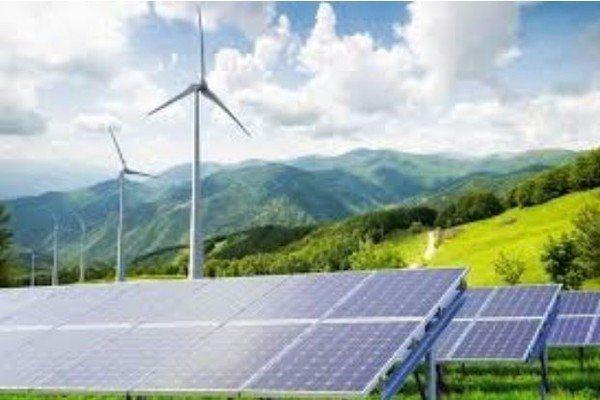 圖四 : 台灣的太陽能和離岸風電發電量呈現上揚的態勢。然而,若是要邁向全面綠電,...