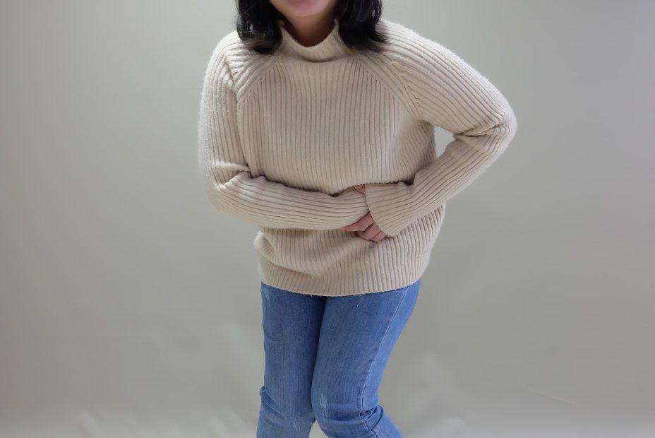 羅東博愛醫院指出,尿路結石疼痛部位可從後腰側、前腰側、下腹部,一路延伸至鼠蹊處與生殖器部位等處,處趕快處理。圖為示意圖/羅東博愛醫院提供