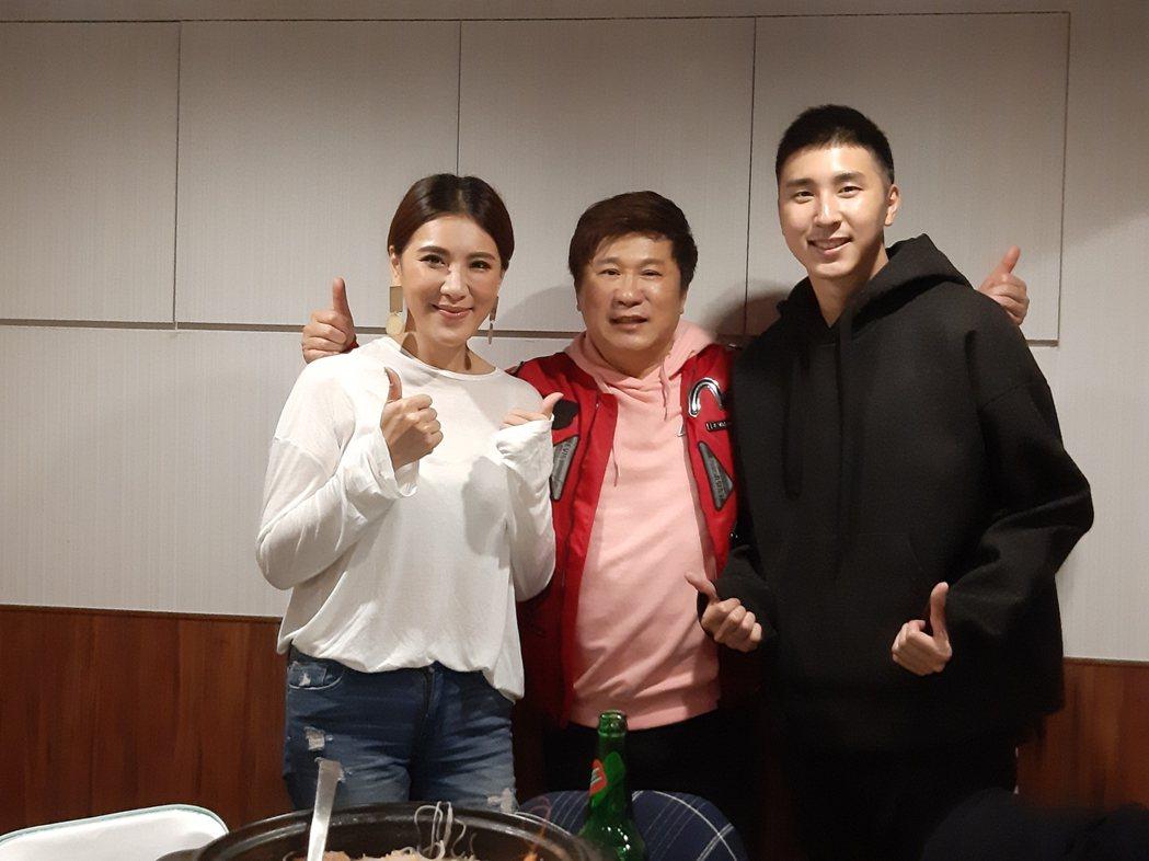 小禎(左起)、胡瓜和胡釋安邀媒體餐敘。記者林怡秀/攝影