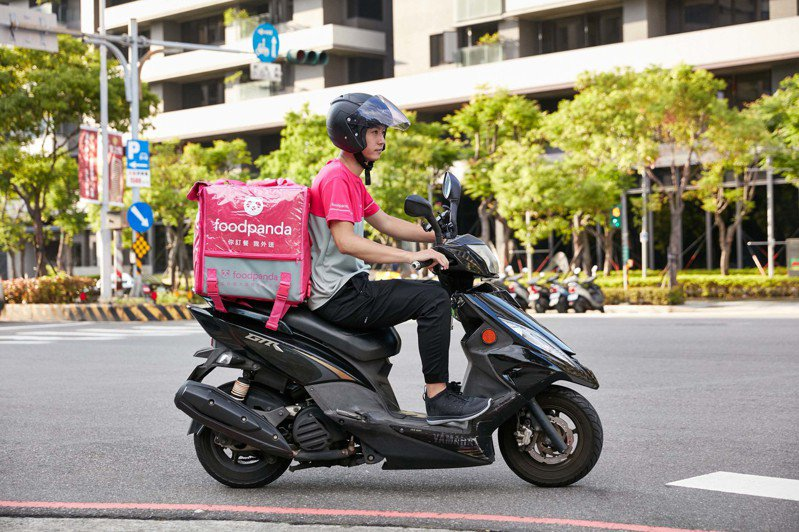 傳foodpanda外送員不滿薪制調整,於網路社群醞釀集體罷工。圖/foodpanda提供