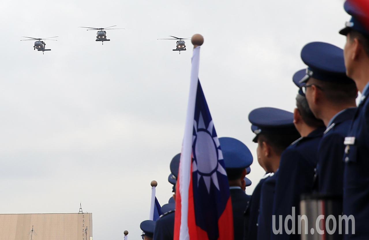 國防部今天上午在空軍松山指揮部舉行0102英勇殉職將士聯合公奠典禮結束後,由3架...