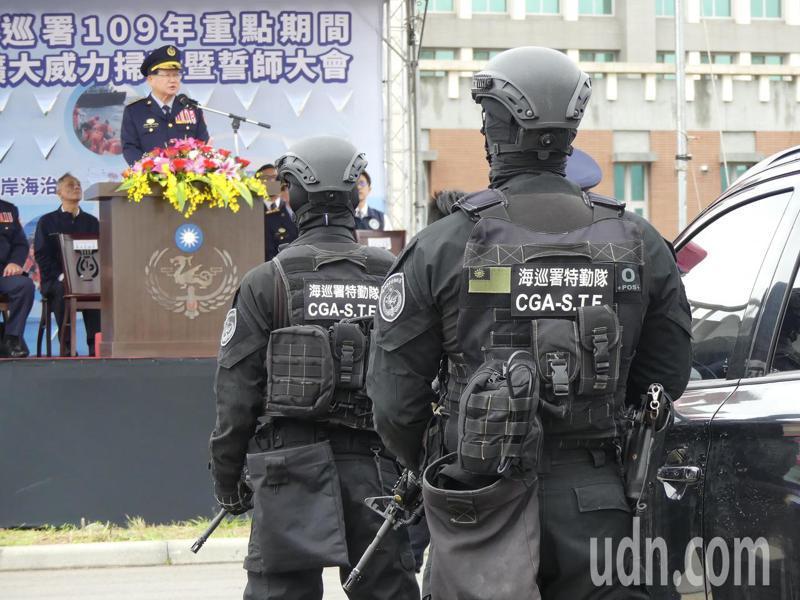 海巡署長陳國恩(左)今天主持春節擴大威力掃蕩勤務誓師。記者林昭彰/攝影