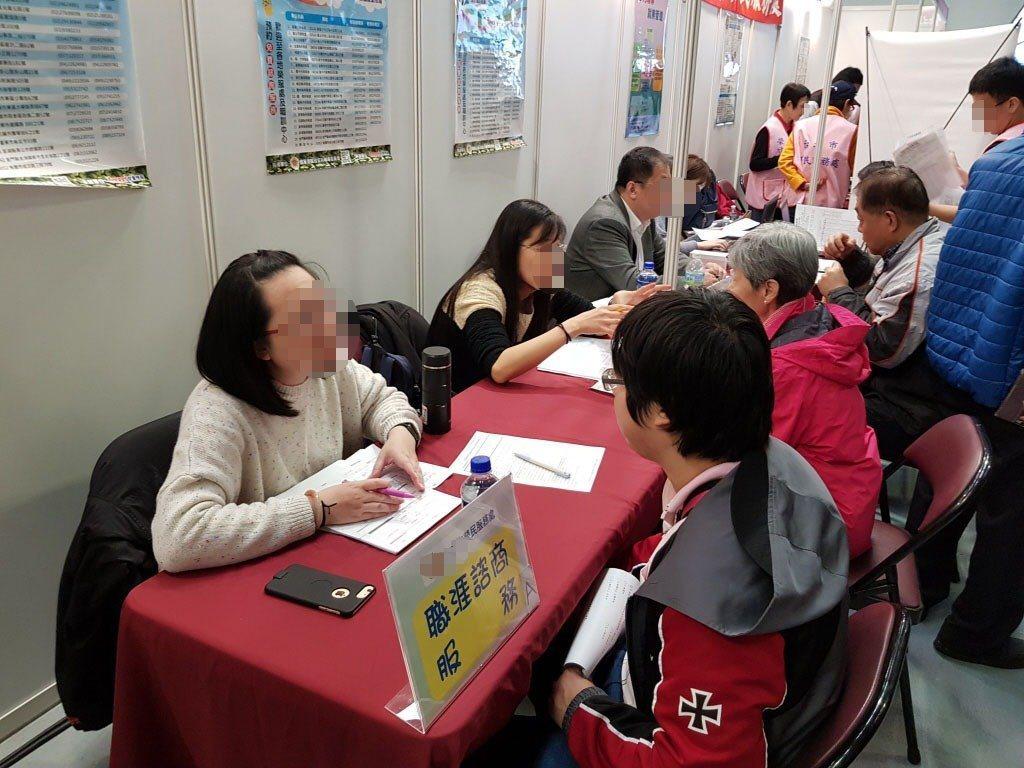 人力網站調查,台灣有736萬人想當海漂族當國外打拚。圖/報系資料照片