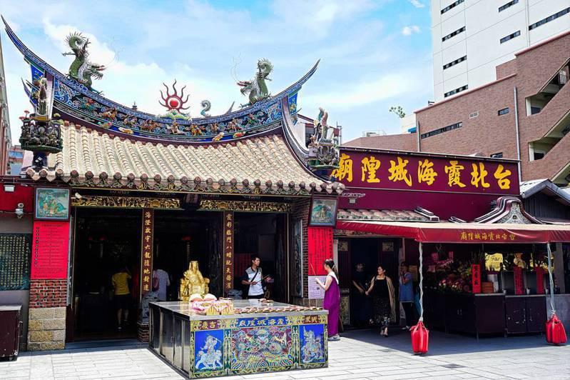 大稻埕霞海城隍廟以月老靈驗聞名。圖/觀傳局提供