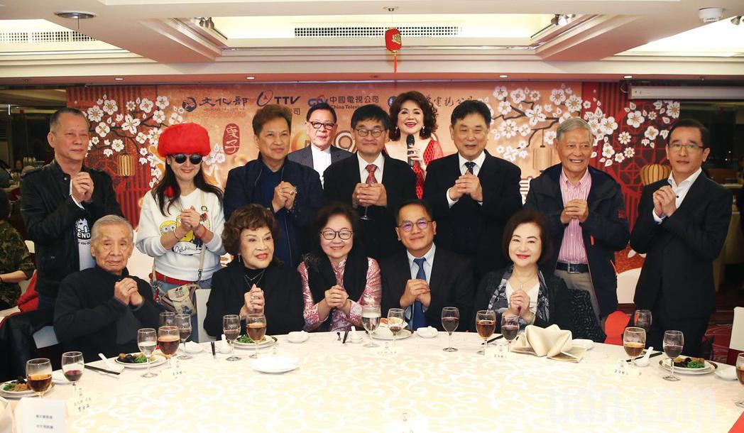 109年度關懷演藝人員春節聯歡餐會下午在神旺大飯店舉辦。記者蘇健忠/攝影