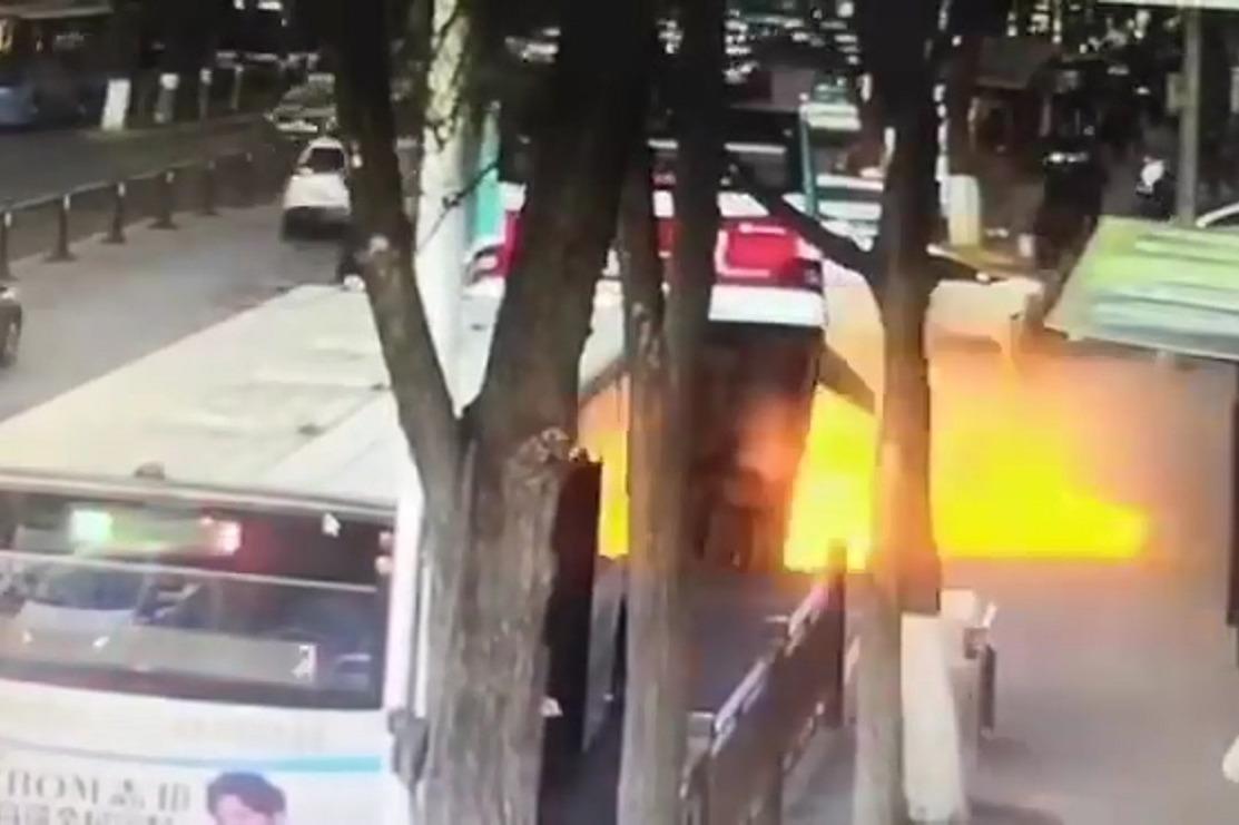 陸公車墜天坑爆炸!6死16傷 仍有4人失蹤