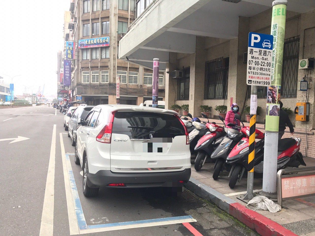 除夕至初三,基隆市全市路邊停車格春節期間暫停收費。記者吳淑君/攝影