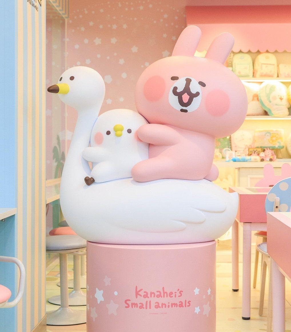 南台灣首家「7-ELEVEN X卡娜赫拉的小動物」聯名店的店內布置夢幻又可愛。圖...