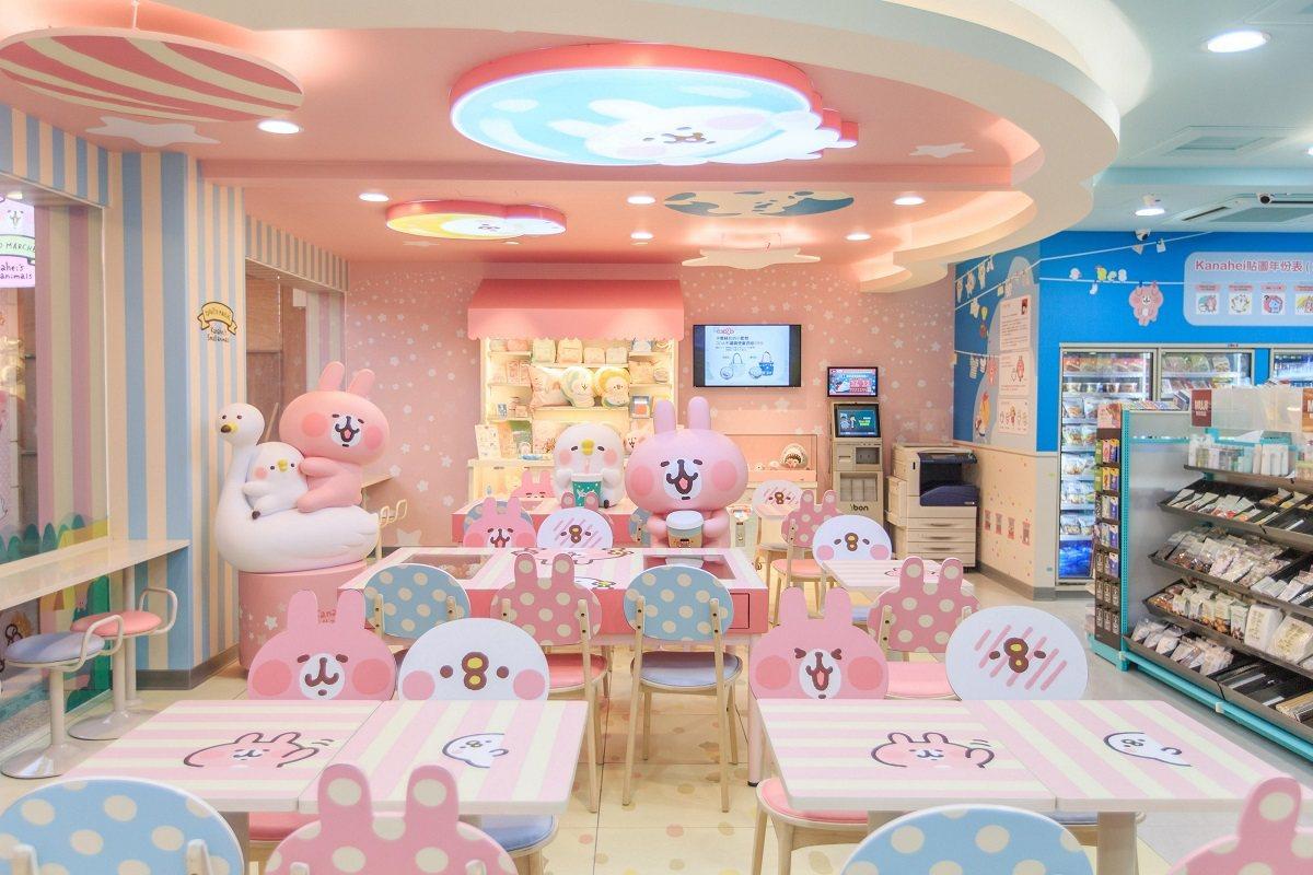 南台灣首家「7-ELEVEN X卡娜赫拉的小動物」聯名店的休憩用餐區充滿超Cut...