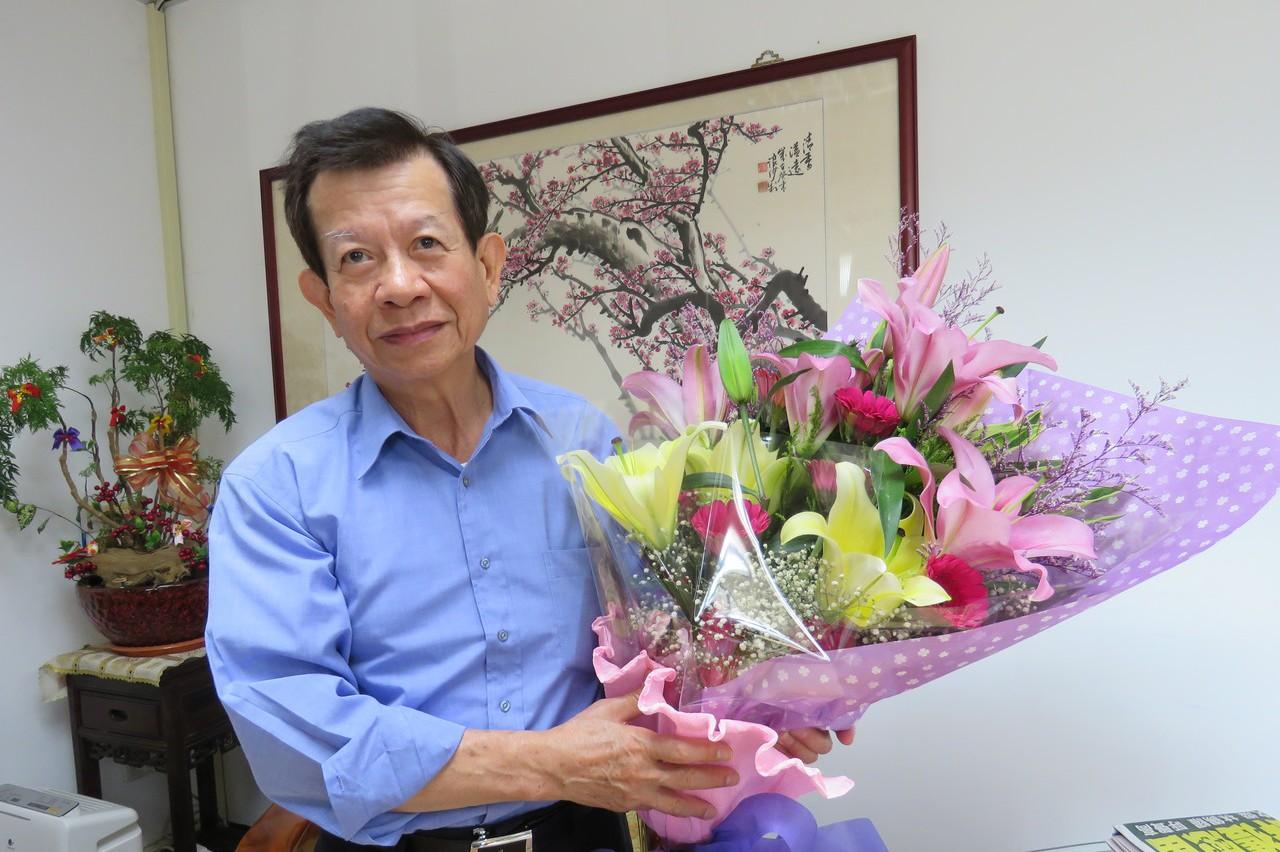 在霧峰區公所服務40年 區長李銘海後天退休