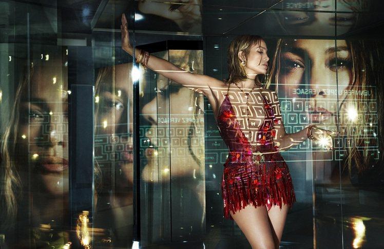 珍妮佛羅培茲主演VERSACE 2020春夏形象廣告。圖/VERSACE提供