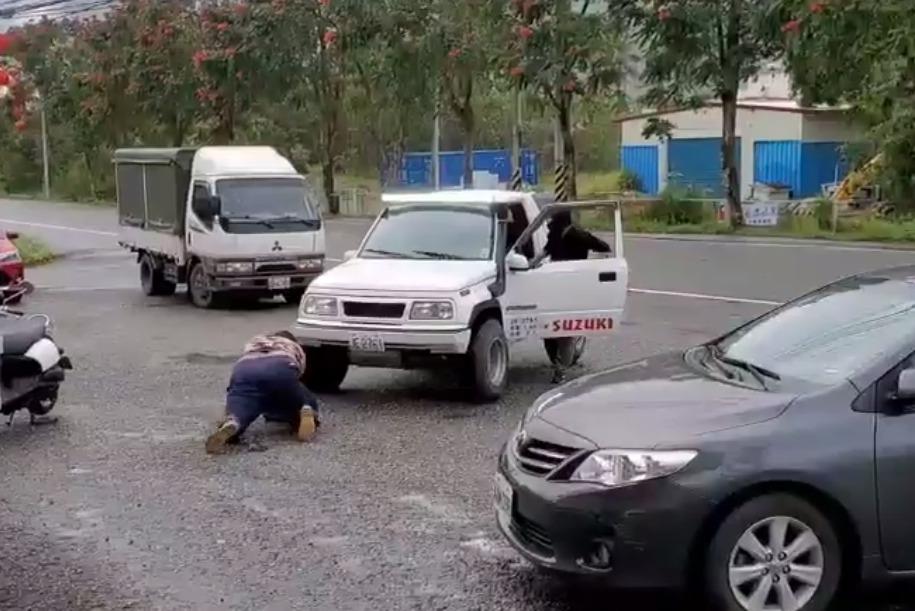 新城警分局演練防搶圍捕 「搶匪」員警仆街NG影片暴紅