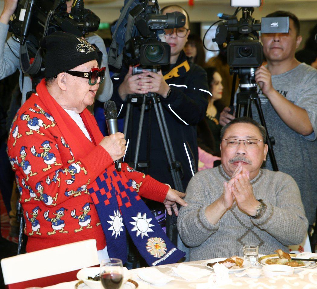 陳松勇(右)、林松義出席關懷資深藝人春節聯歡會。記者蘇健忠/攝影