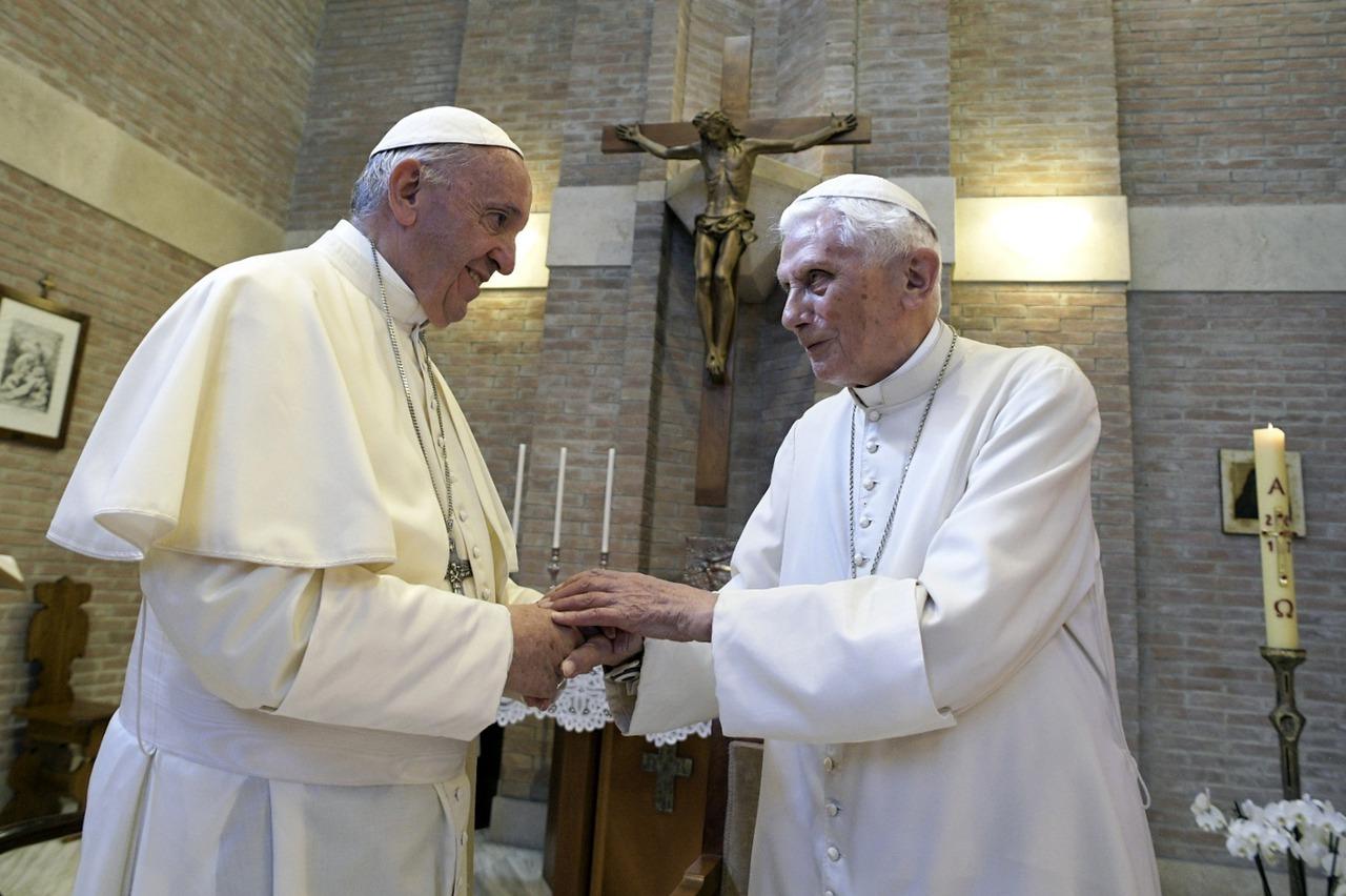 清醒不超過半小時 前教宗出書槓現任教宗爆陰謀論