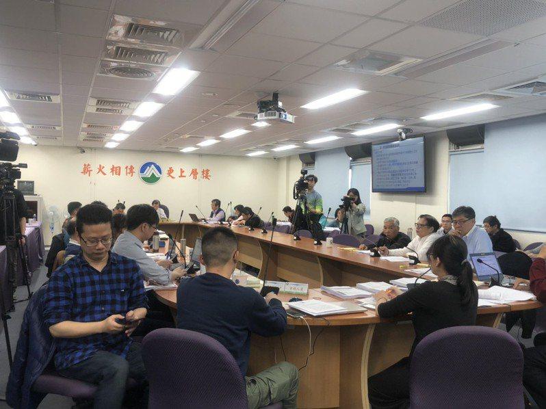 環保署今天召開「羅慶仁、羅慶江申請核定礦業用地」二階環評範疇界定會議。記者侯俐安/攝影