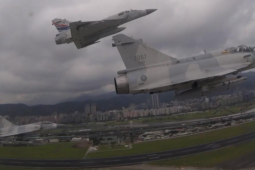 幻象戰機追思致敬編隊 任務機空中視角曝光