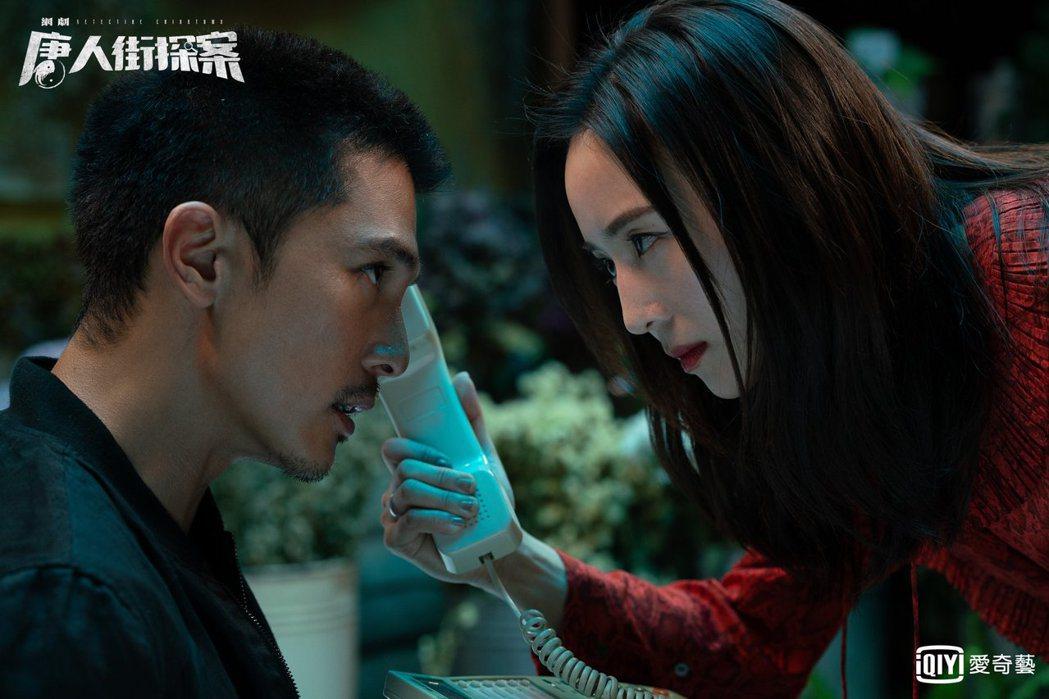 邱澤(左)、張鈞甯劇中成亡命鴛鴦。圖/愛奇藝台灣站提供