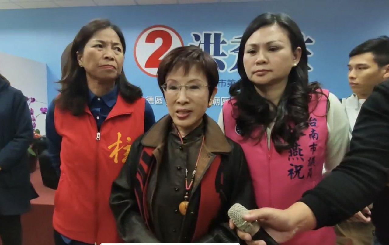 國民黨前主席洪秀柱(中)晚間在台南舉辦感恩餐會。記者修瑞瑩/攝影
