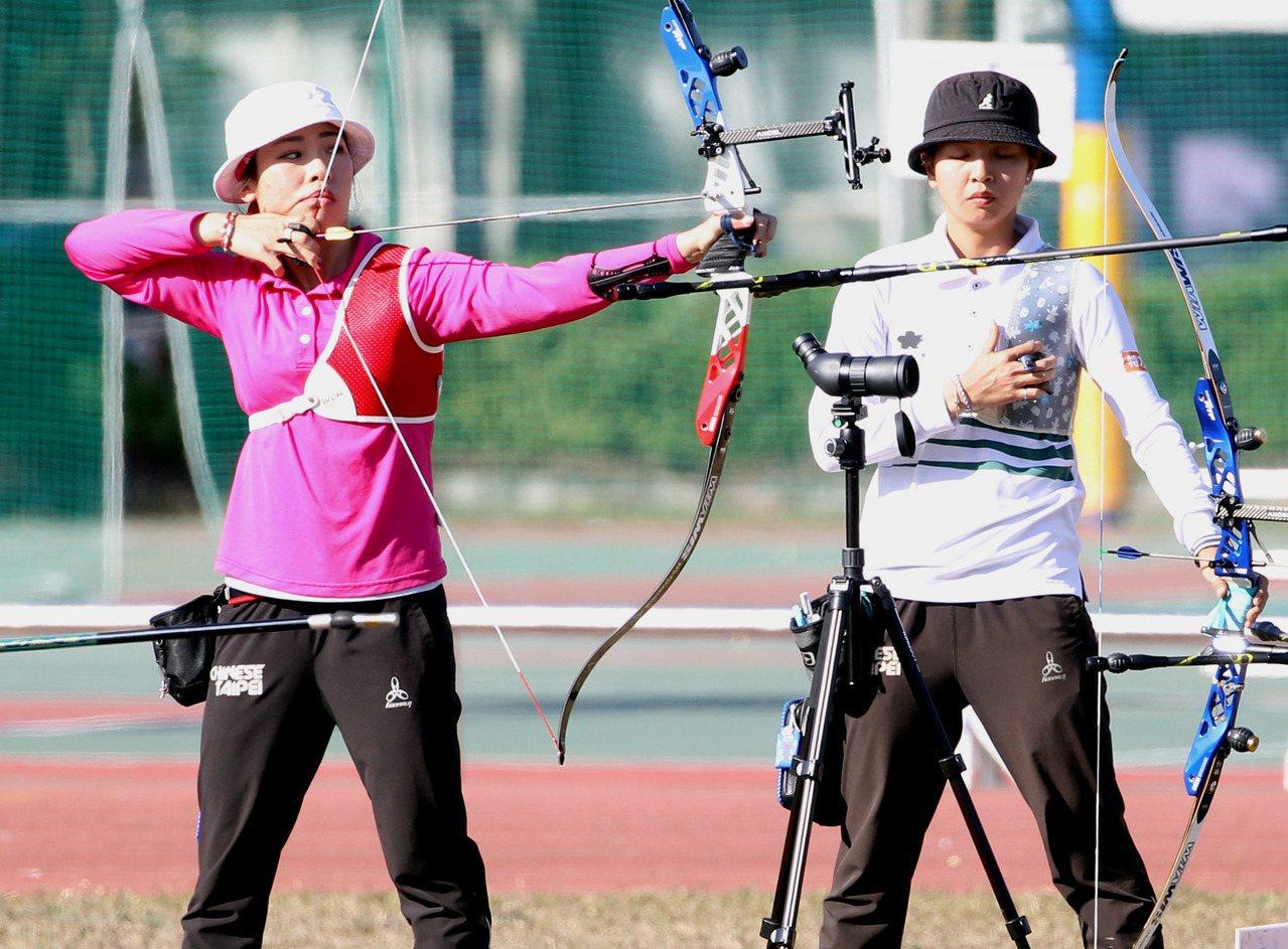 東京奧運射箭國手選拔賽,兩屆奧運國手譚雅婷(左)躍居女子第二名。圖/中華民國射箭...