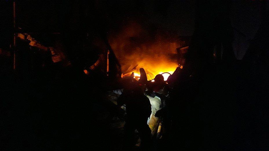 台南仁德工廠死灰復燃大火。記者周宗禎/攝影