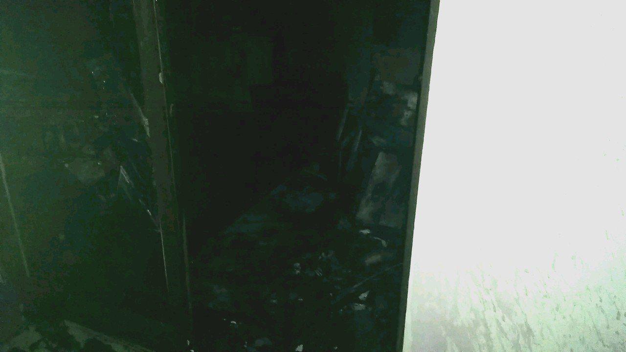 嘉義縣民雄鄉雙福村今天下午6時許發生一起疑似電線走火三層樓出租套房一樓火警,現場...
