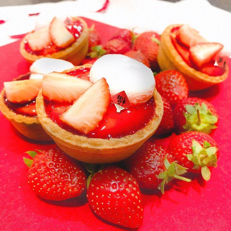 PABLO迷你「草莓大福起司塔」,每顆售價88元。圖/PABLO提供
