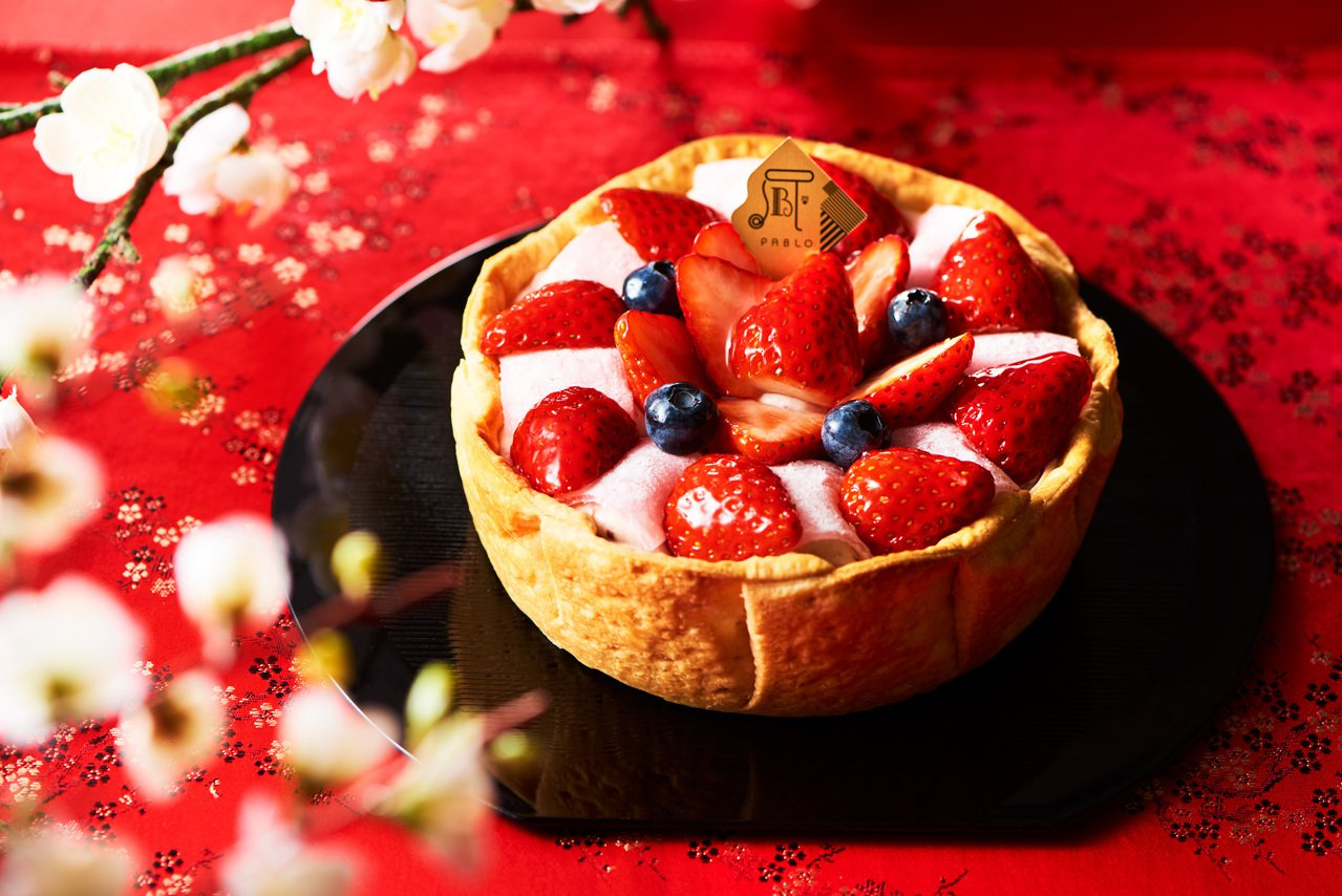 PABLO「草莓大福起司塔」,每顆售價588元。圖/PABLO提供