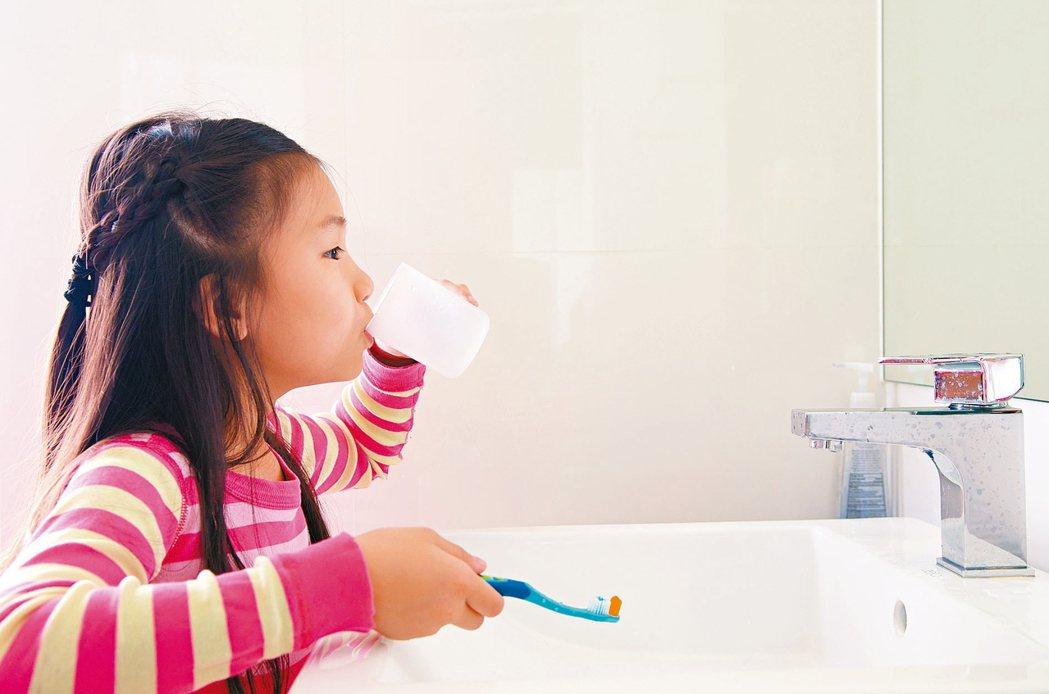 牙膏裡所含的氟化物可以幫助預防蛀牙,但在1項研究中發現,如果牙齒過度暴露於氟化物...