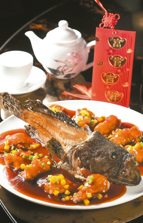 「咕咾麒麟龍虎斑」是陳偉強師傅的另一道年菜。 記者陳正興/攝影
