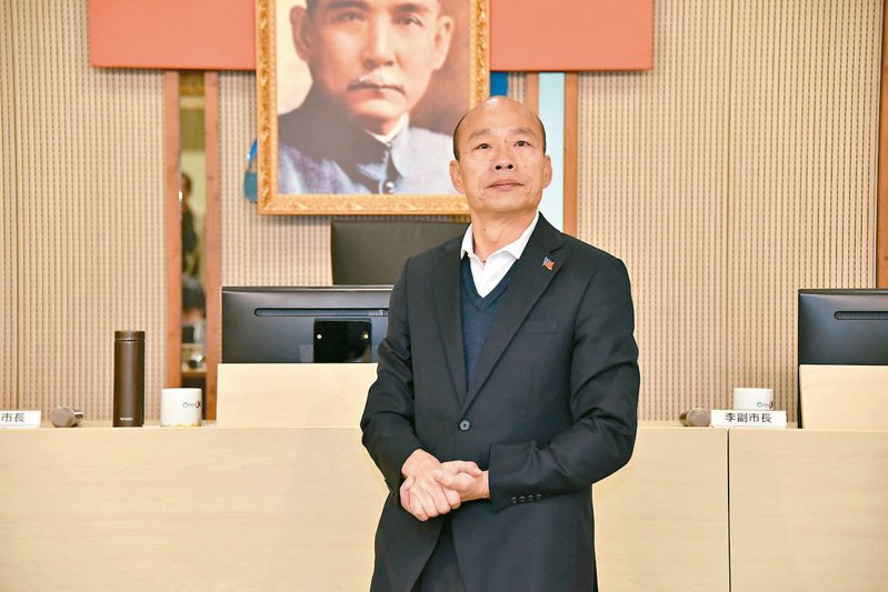 高雄市長韓國瑜昨天主持市政會議,鼓勵團隊全力拚市政。 記者蔡孟妤/攝影