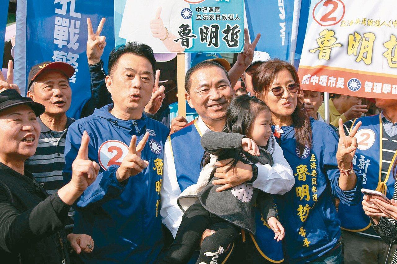 桃園市議員魯明哲(前排左二)當選立委,2月將就任。 圖/聯合報系資料照片