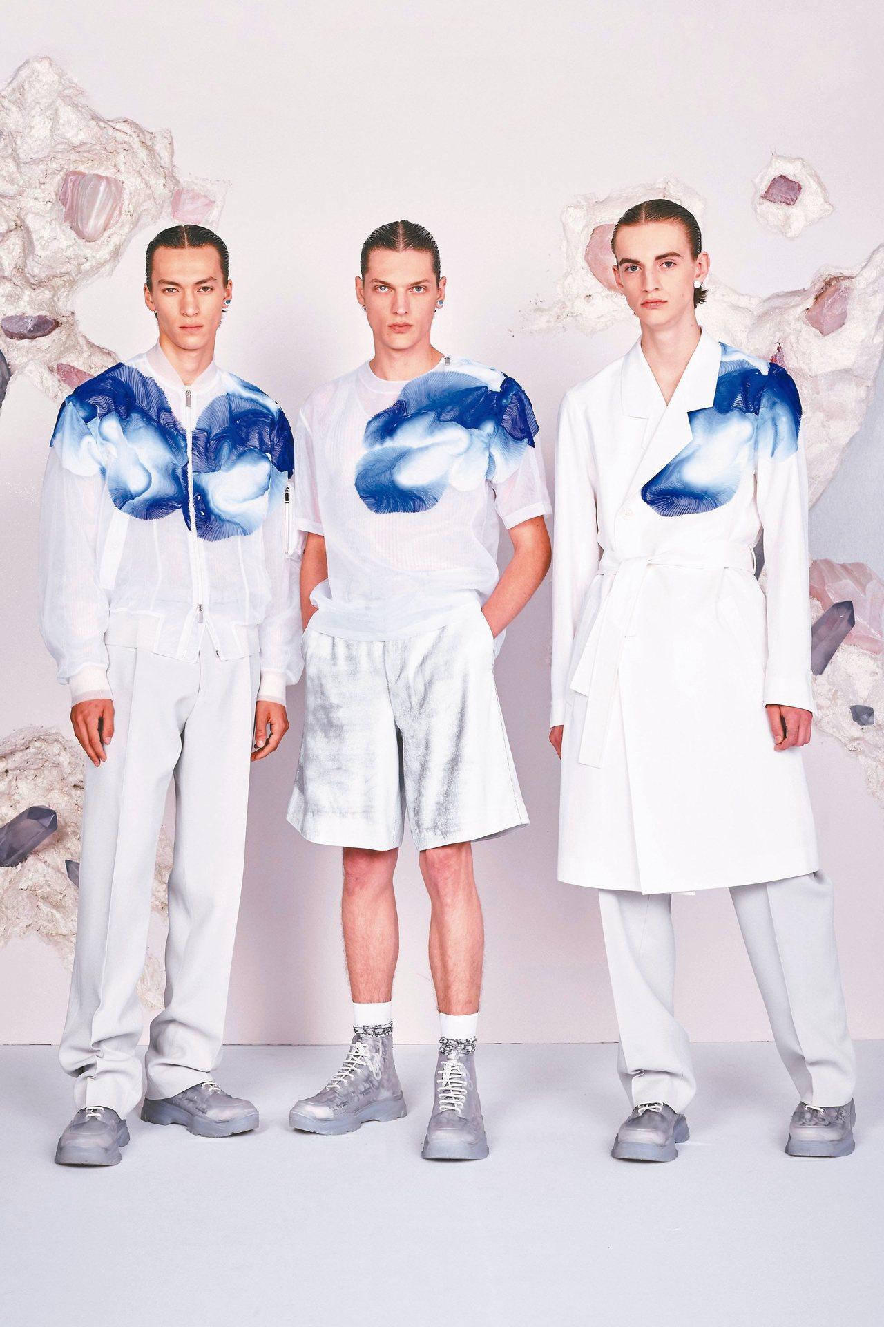 DIOR MEN 2020夏季服裝挹注高級訂製服的靈魂,打造如雲朵般悠然的暈染褶...