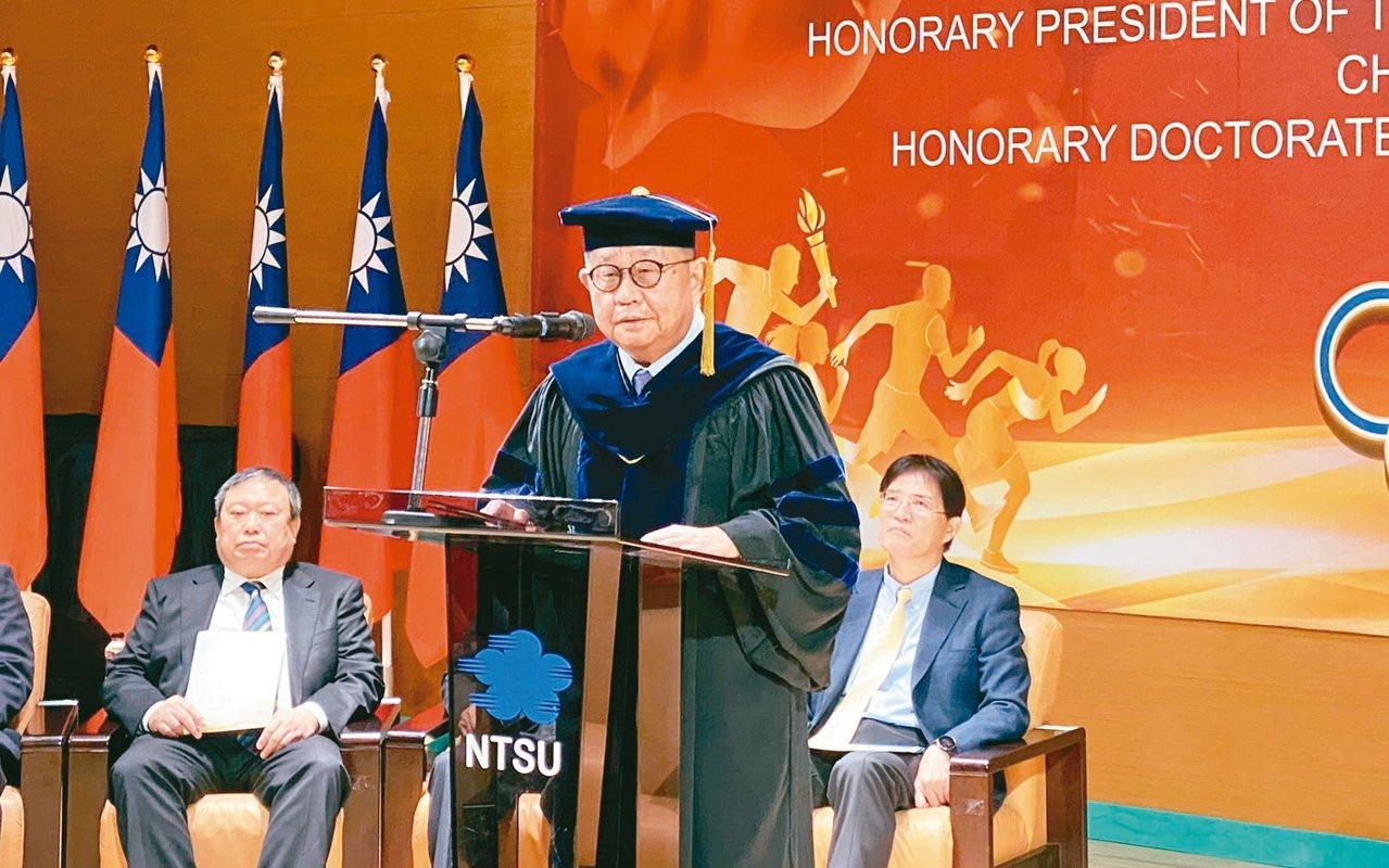 中華奧會榮譽主席蔡辰威獲頒國立體育大學名譽博士學位。記者曾思儒/攝影