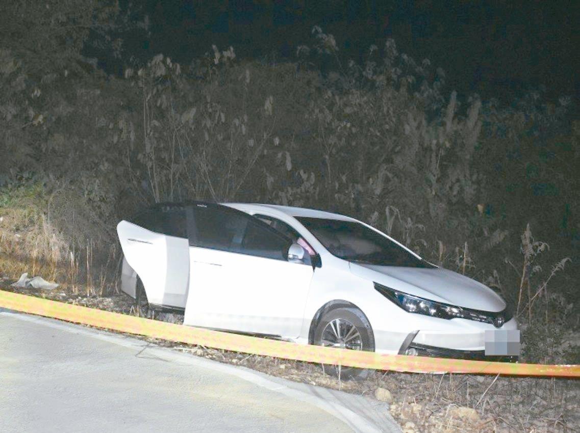 防空飛彈指揮部黃姓士官與吳姓女兵昨天下午被發現雙雙陳屍大崗山產業道路一輛轎車中。...