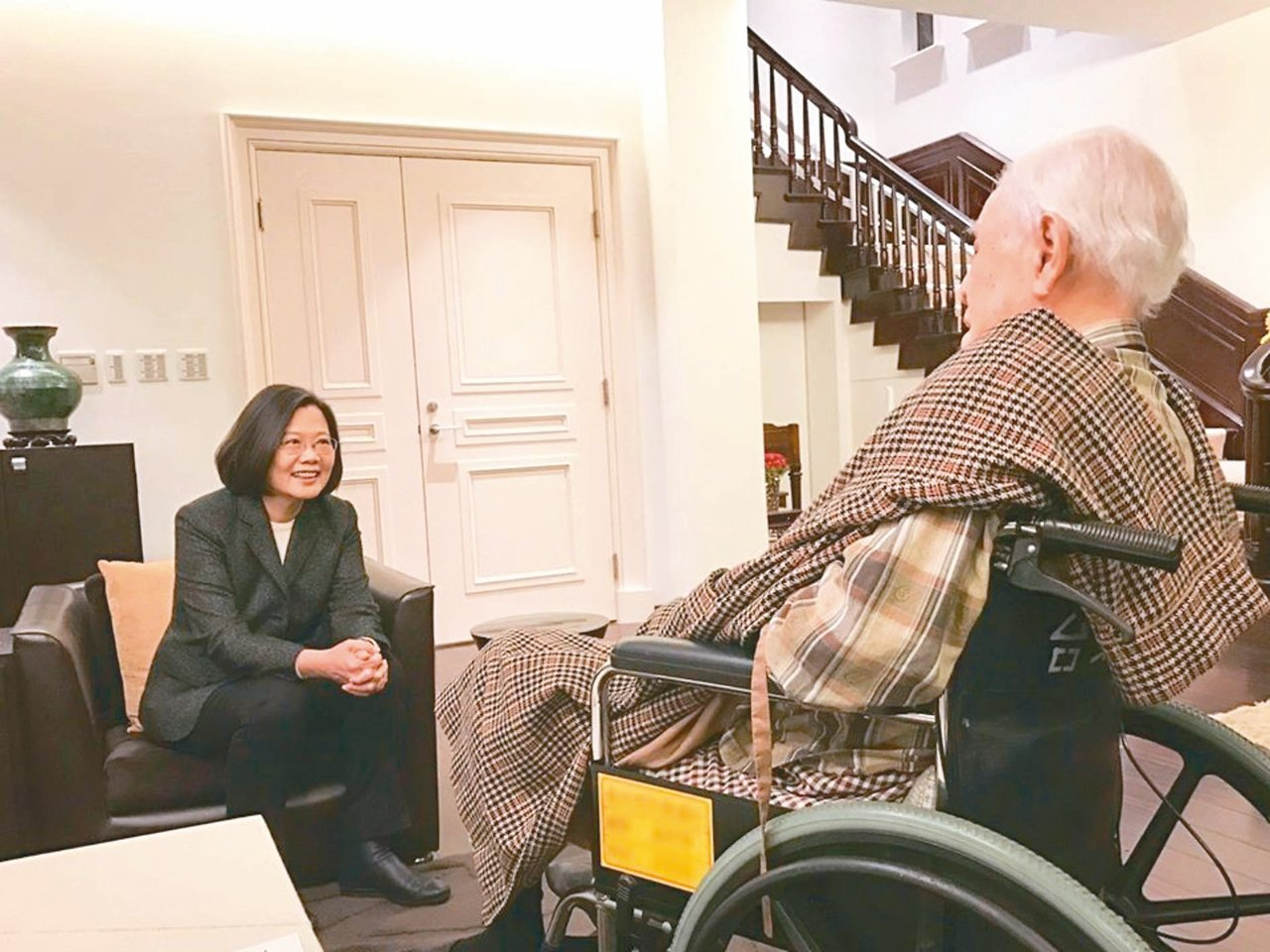 今天是前總統李登輝(右)98歲生日,蔡英文昨提前祝壽。 圖/取自蔡英文臉書