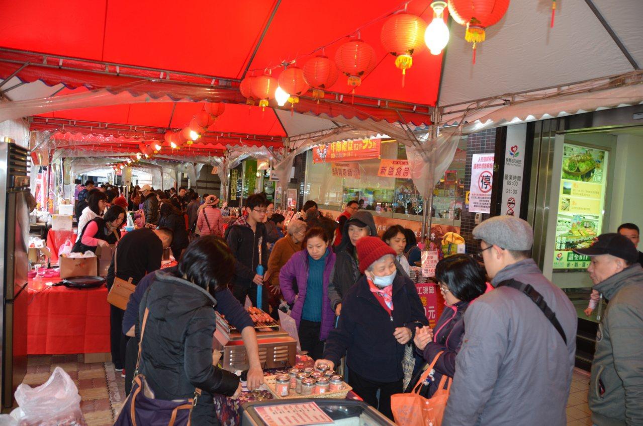 板橋農會將在1月15日至22日,在板橋農會活力超市一樓廣場舉辦年貨展售活動。圖/...
