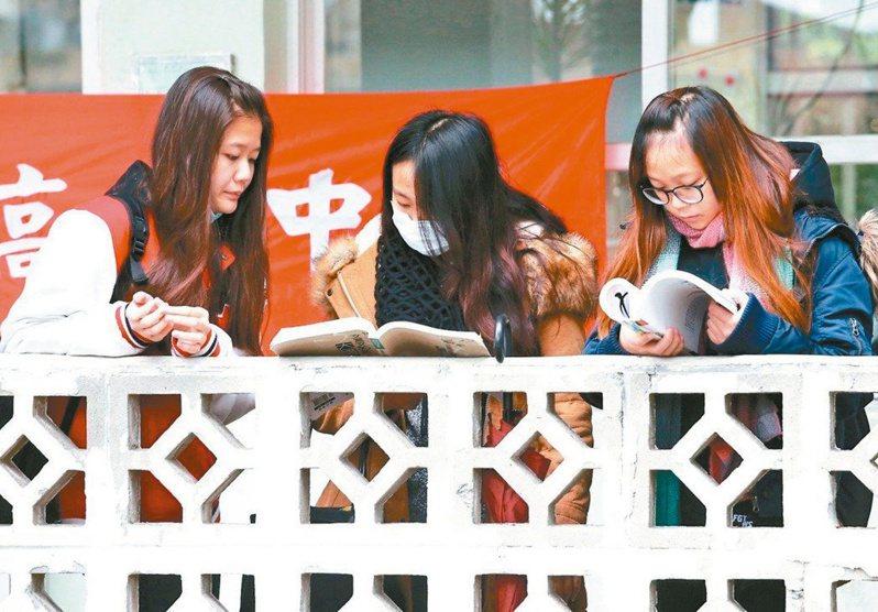 教育部昨公布一○九學年度擴大試辦「完全免試入學」,招生名額增加到八四九四個。 圖/聯合報系資料照片