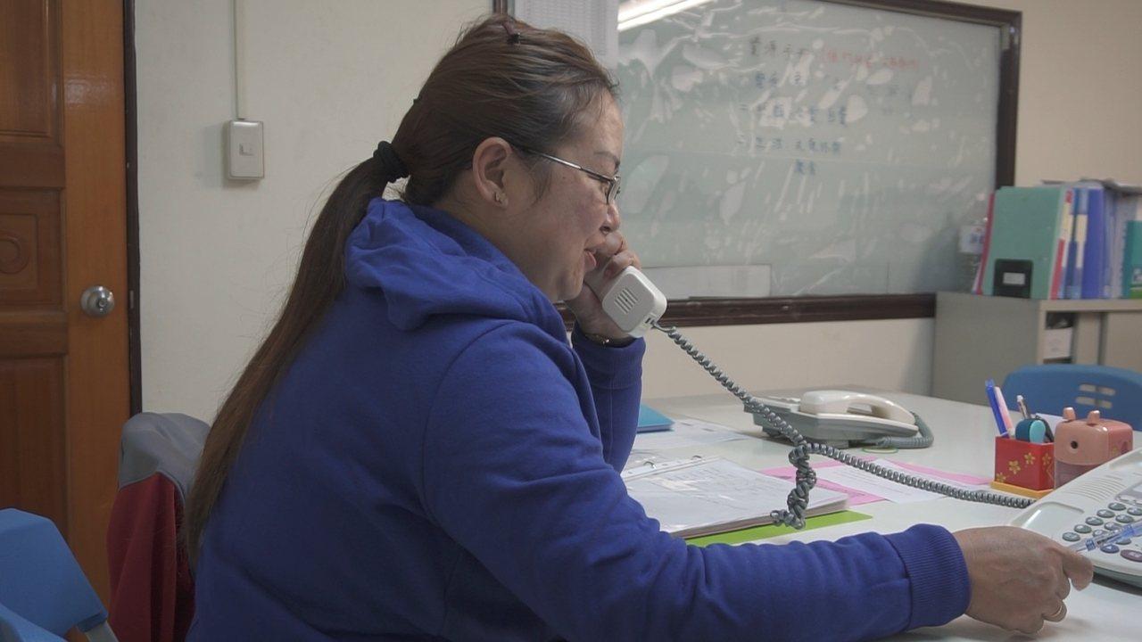 桃園市政府社會局去年下半年開始委託士林靈糧堂社會福利協會辦理獨居老人關懷服務,也...