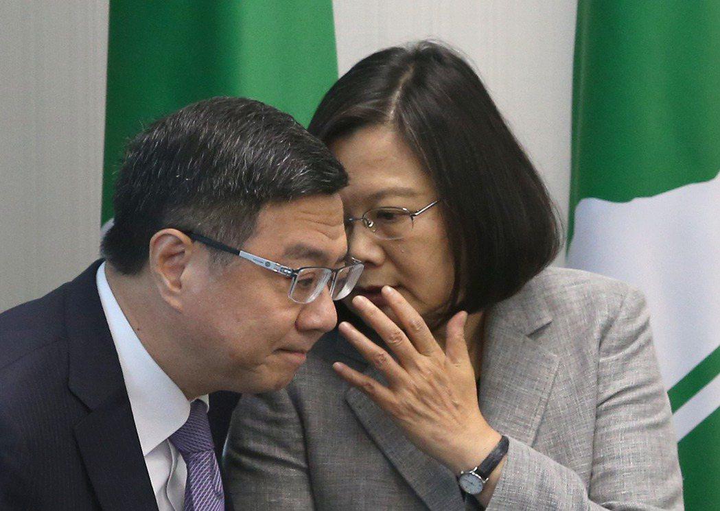 蔡英文(右)第二次請辭黨主席,由卓榮泰接任。 圖/聯合報系資料照片