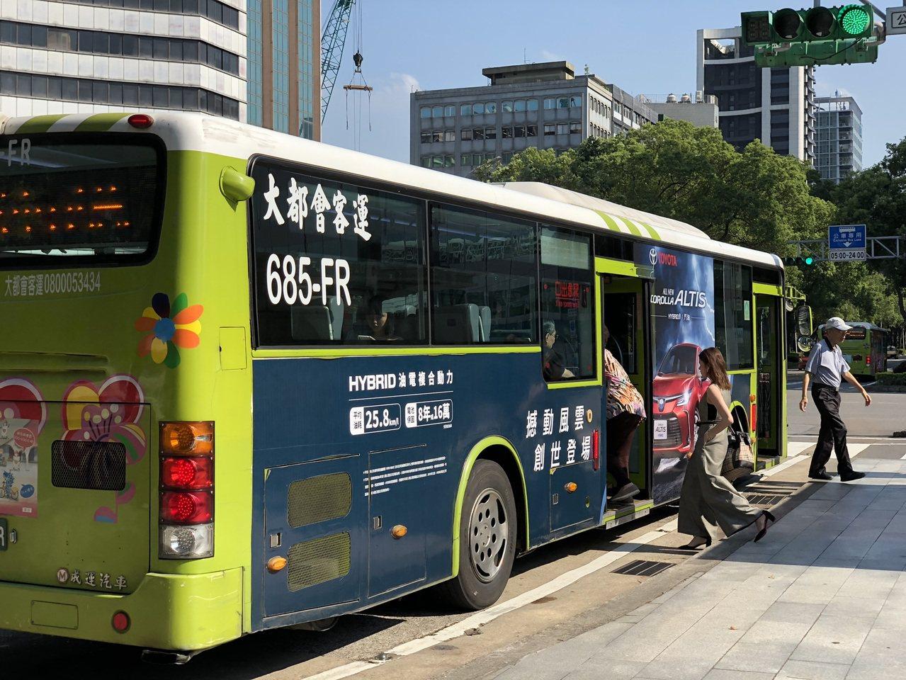 台北市現有15條公車專用道,總長度近60公里,今、明兩年還要增設、延長兩處專用道...