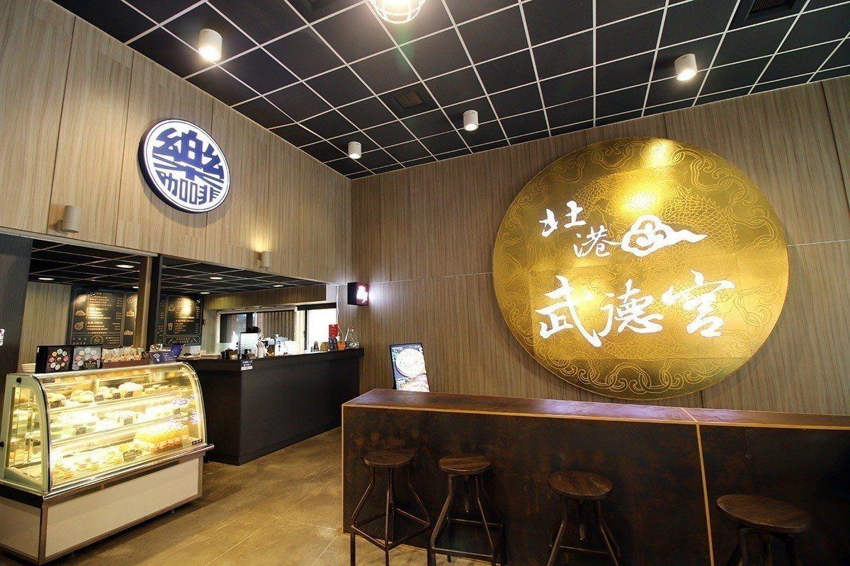 北港武德宮在廟後方開設「武德咖啡」,讓香客參拜還能喝到咖啡。 圖/武德宮提供