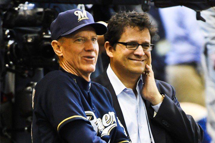 紅襪板凳教練羅尼克(左)預計將接任紅襪教頭,他曾在2011~2015年執教釀酒人,同時他也正好是統一獅洋投羅里奇的叔叔。 歐新社