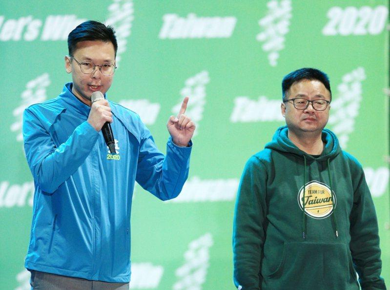 民進黨秘書長羅文嘉(右)與民進黨副秘書長林飛帆(左)。 聯合報系資料照片/記者陳正興攝影