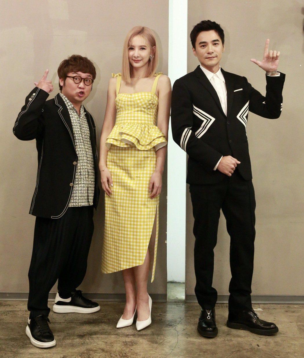 賀歲片「殺手撿到槍」,演員是元介(右起)、安心亞、納豆。記者黃義書/攝影