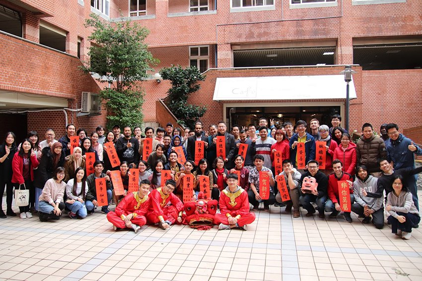 為讓境外學生在台灣體驗農曆新年,中央大學學務處特別舉辦境外生過年餐會,祝福境外生...