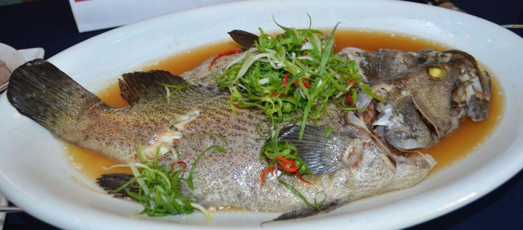 幸福年菜-清蒸海上鮮。  陳慧明 攝影