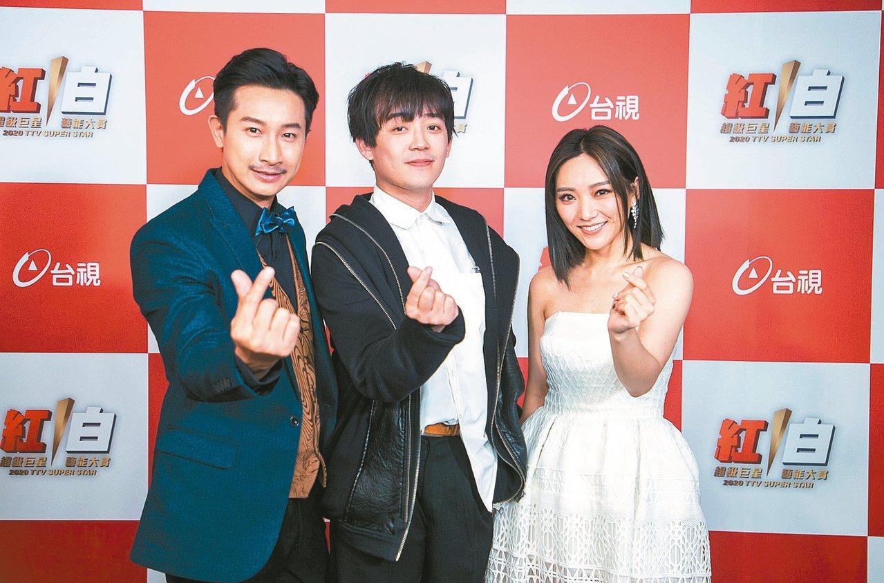 台灣大原創歌舞短片《奇幻書店》將於3月上映,左起為男主角Darren、導演小忍、...