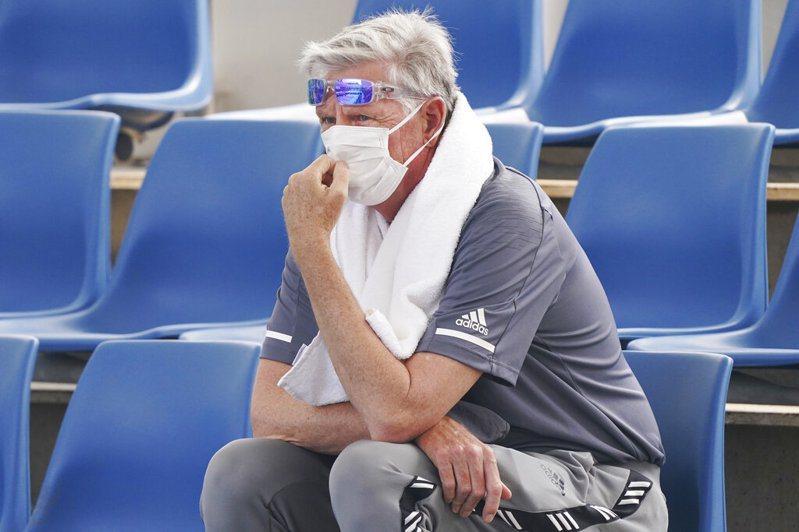 澳洲野火持續延燒,第二大城墨爾本籠罩在有毒煙霾中,主辦單位表示,大滿貫澳洲網球公開賽會外賽今天延後開打。 美聯社