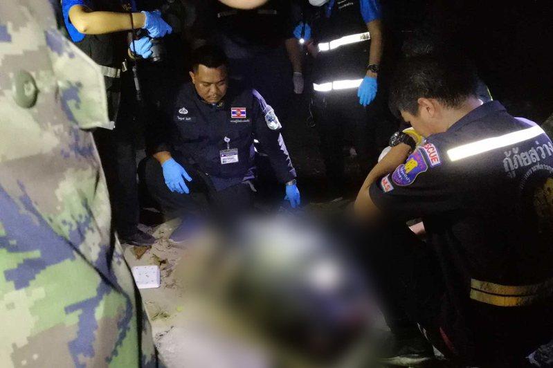 泰國警方在是拉差地區發現一名女性屍體被裝在袋中。圖擷自<a href=