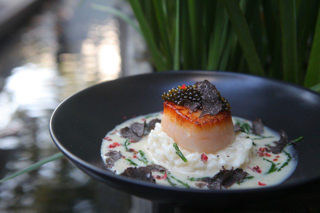 魚子醬干貝燉飯。 三二行館/提供